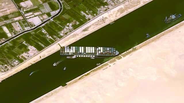 スエズ運河座礁